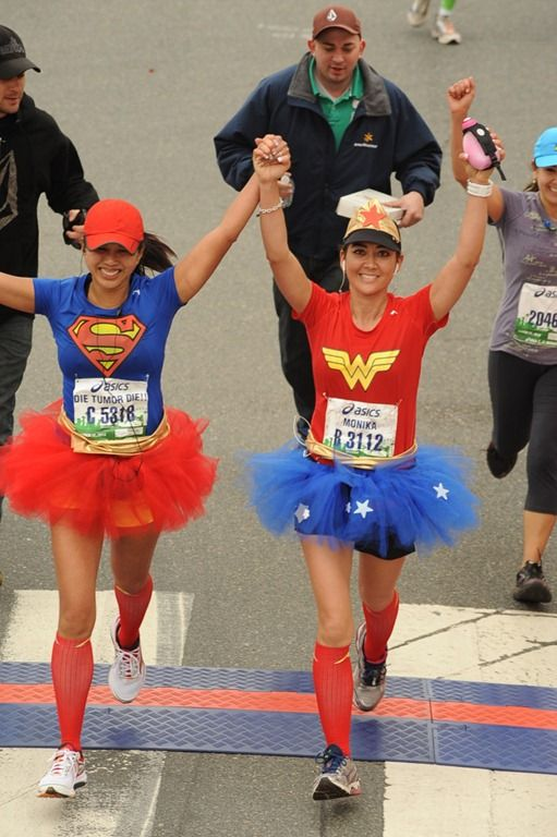 Need! Wonder Woman simple tshirt and a tutu! Race costume ideas / halloween 5k