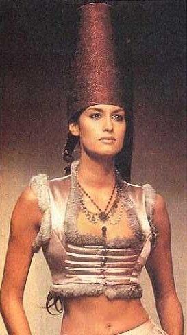 Yasmeen Ghauri - Rifat Ozbek Runway Show, 1994