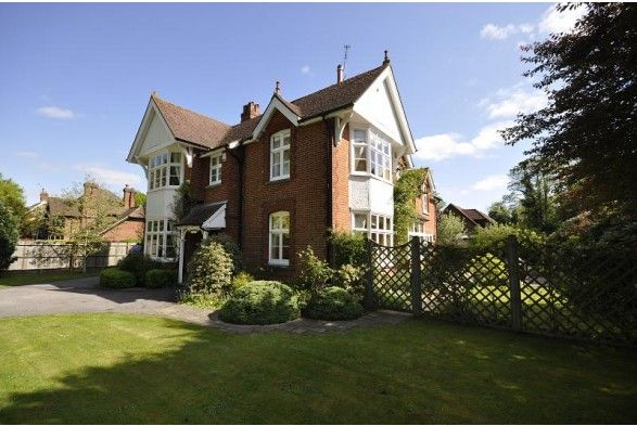 Southwood is a truly magnificent 5 bedroom, detached, late Victorian house. The property is presented in excellent order & is set in a leafy road close to Horley town centre and train station.