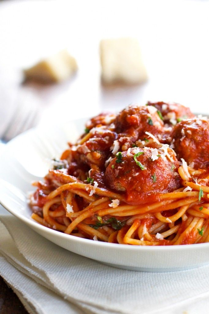 Skinny Spaghetti and Meatballs ... Pinning for the meatballs recipe ...