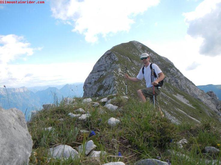Salendo lungo la panoramica cresta del Monte Caulana 2067 mt  http://www.ilmountainrider.com/itinerari/monte-caulana-escursione-monte-cavallo/