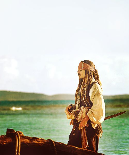 This is straight up Jack Sparrow, but how fun would a pirates themed shoot be??