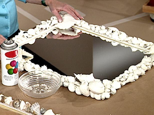 Learn how to make a seashell picture frame with step-by-step directions. From the experts at DIYNetwork.com.