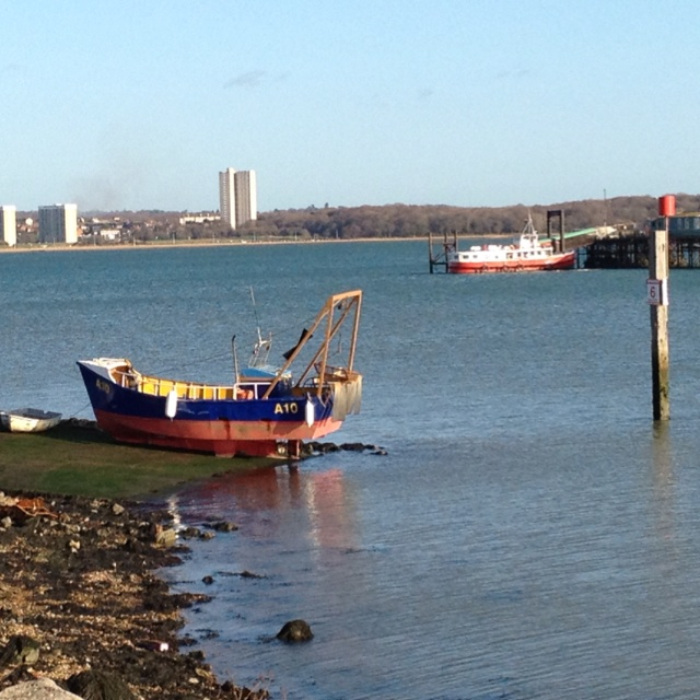 Rowing boat, fishing boat and the old Hythe Ferry
