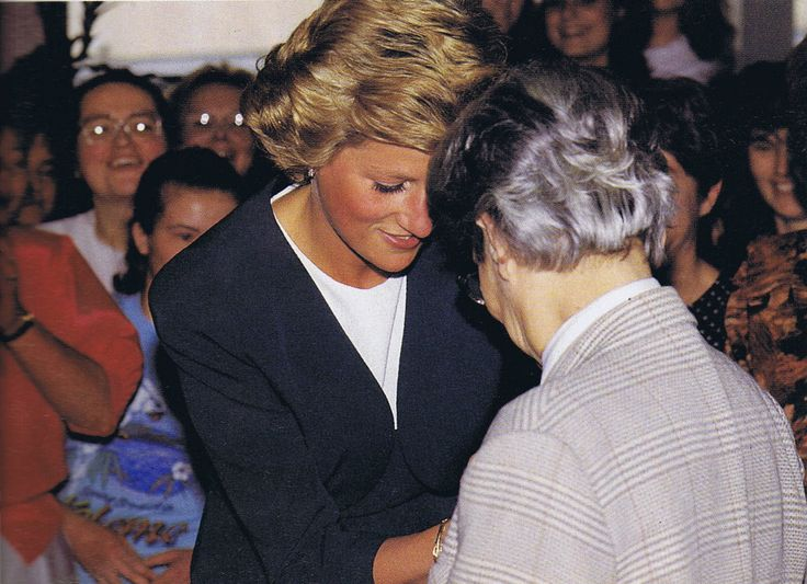 March 23rd in 1992 Princess Diana carried out two engagements during her visit to Hungary. Her first was a visit to the Peto Institute in Budapest, which helps children with Cerebral Palsy learn how to control their bodies, and through conductive education lead a more independent lives. She had first visited the institute on May 10th in 1990, when she presented its director Dr Maria Hari with an honorary OBE.