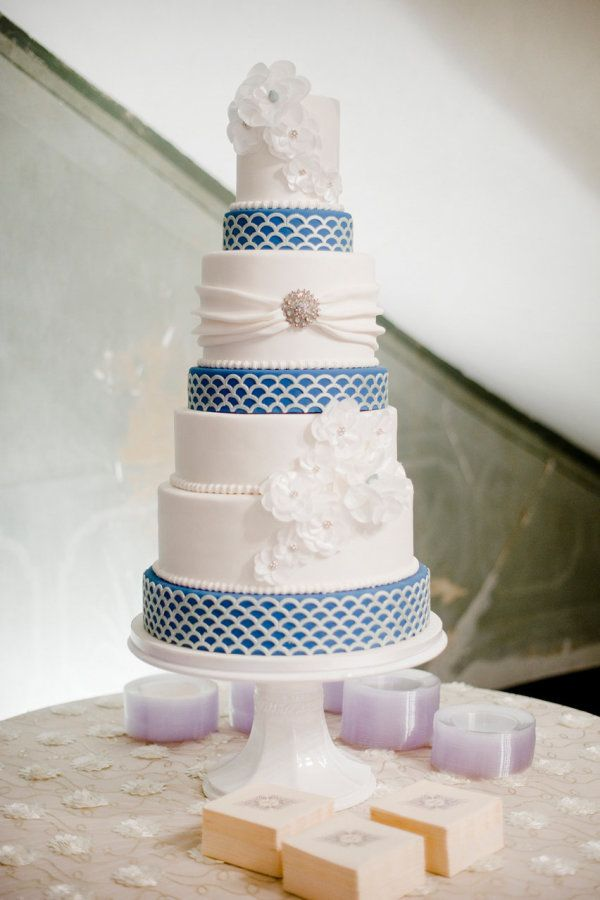 Blue and White Wedding Cake with wafer paper flowers made by The Flour Garden in Memphis, TN | photography by http://ashleyupchurchphotography.com