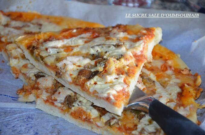 Pizza crème fraiche escalope,une délicieuse pizza maison à la sauce gruyère!