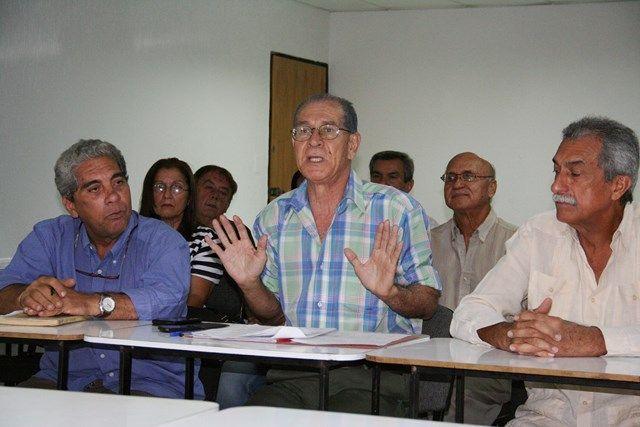 """Ciudad Guayana """"cayéndose"""" por falta de planificación Simón Yegres, miembro de la ONG Contraloría de Planificación Urbana, repudió la gestión 2016 y lo que va de 2017, de la Alcaldía Socialista Bolivariana de Caroní (Alsobocaroní); la cual le hace falta planificación.  http://wp.me/p6HjOv-3xW ConstruyenPais.com"""