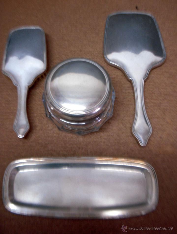 Set de tocador en plata espejo cepillo bandeja y joyero for Espejo y cepillo antiguo