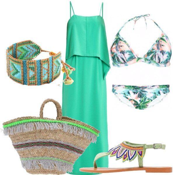 Un abito lungo anche per la spiaggia, in verde con pannello sul davanti, a bretelline. Il bikini, invece, è a fantasia floreale. Abbiniamo sandali infradito, in pelle, verdi con perline, borsa in paglia con frange e bracciale con perline sulle tinte del verde e dell'oro.