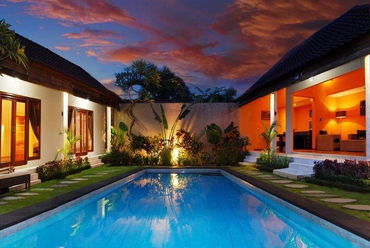 Villa Mila Swimming pool and garden view 2