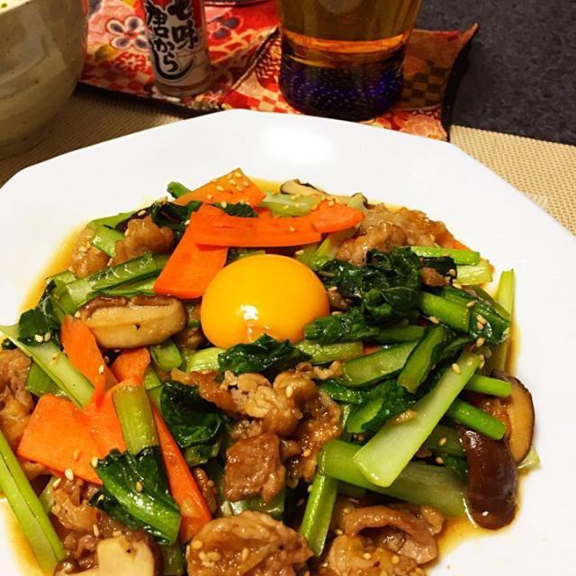 夕方のモグモグで美味しそ〜な品発見 しかも、冷蔵庫に食材あるぞ!というわけでHajimeさんの料理、作らせて頂きました。 卵黄と一緒にいただいてうまい!! 合わせ調味料に水が入っているあたり、失敗しない心遣いのレシビだなーと。 丼にはしなかったけど、次回は筍やキムチも入れて豪華版で作ってみたいなと思いました。 - 165件のもぐもぐ - Hajimeさんの料理 豚肉と小松菜のニンニク醤油炒め丼 by kanmasu