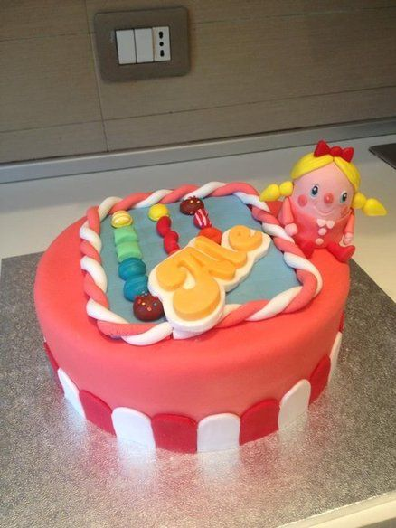 YAMMY, CAKE!  Candy Crush Cake!