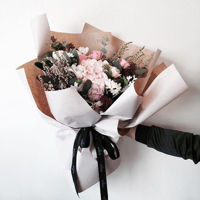 52 best Flower packaging images on Pinterest | Floral bouquets ...
