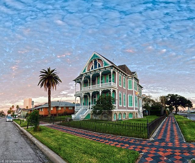 2008 Idea House In Galvestion Texas: Galveston---love Everything About This Painted Lady! Look