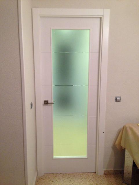Modelo vinci wa1 con cristal estriado puertas lacadas en blanco pinterest - Cristales para puertas de salon ...