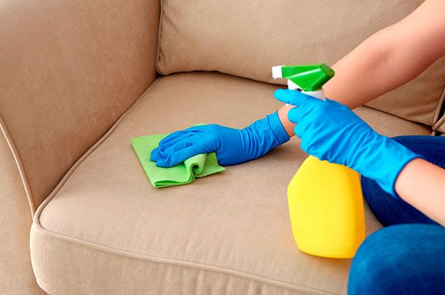 Cómo limpiar muebles de tela con bicarbonato de sodio