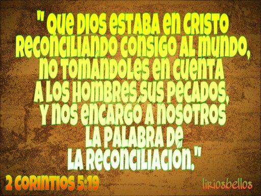 que Dios estaba en Cristo reconciliando consigo al mundo, no tomándoles en cuenta a los hombres sus pecados, y nos encargó a nosotros la palabra de la reconciliación. 2 Corintios 5:19