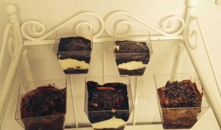σοκολατένιες παστούλες και παστούλες κρέμα σοκολάτα για πάρτι και μπουφέ   chocolate and vanilla/chocolate cups