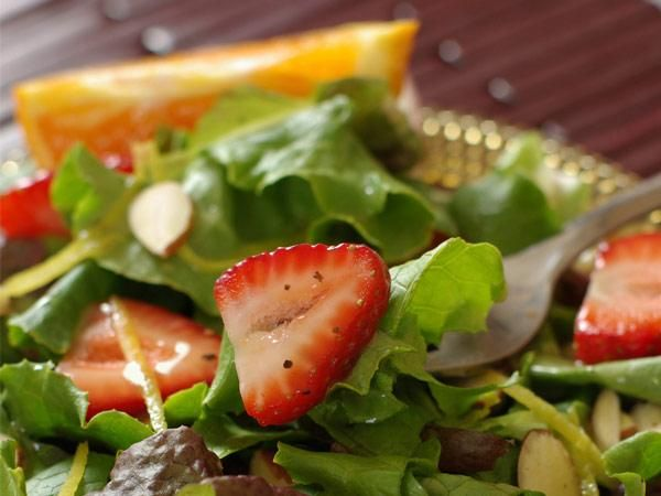 Spinach and Romaine Salad with Strawberries and Oranges!