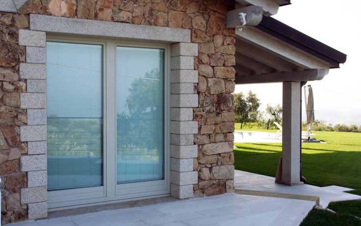 Hybrid project of Albertini Windows combines the traditional beauty and the warmth of the usage of wood with the application of an external cladding which provide great resistance.