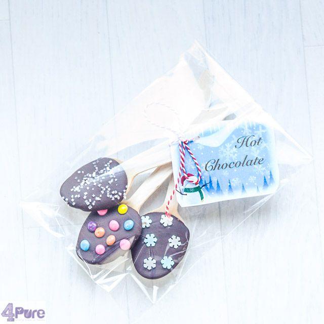 chocolade lepels  Zelfgemaakte warme chocolademelk is het allerlekkerste. Geef deze homemade chocolade lepels, die er ook nog echt feestelijk uitzien als leuk zelfgemaakt cadeau.