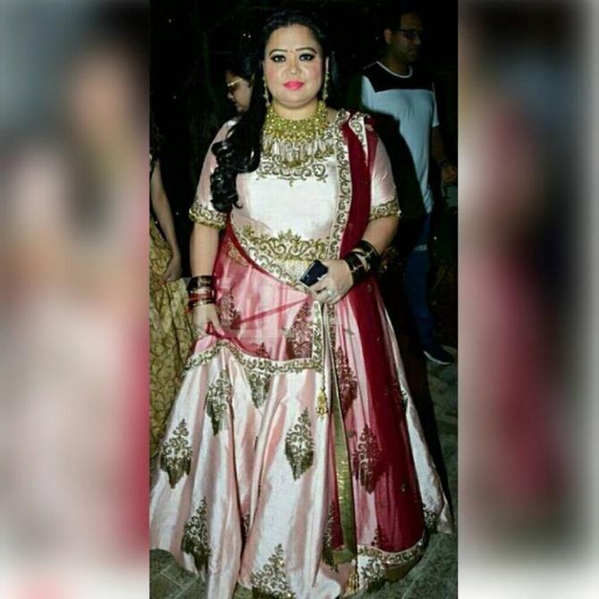 Bharti Singh Wore A Gorgeous Peach-Red Gown On 'Mata Ki Chowki', #gown #fashion #newtrend #weddingtrend #filmfestival #bollywood