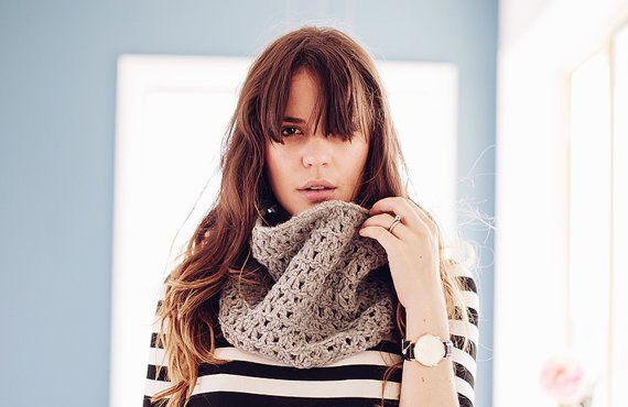 Wool blend chunky knit crochet cowl möbius winter scarf