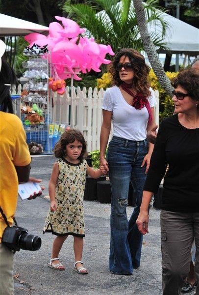 Salma Hayek's Chic Mommy Style | Galería | Wonderwall Latino
