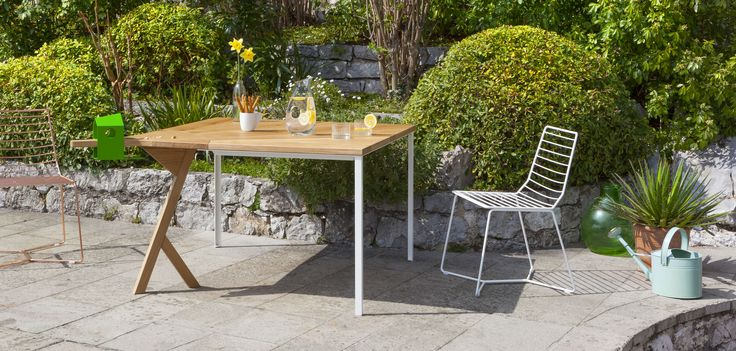 Tuitti is perfect as summer dining table, some of the guests will arrive flying! The unconventional shape of this outdoor table explores the concept of conviviality and table manners, suitable for the outdoor where it creates happy interactions, it is a garden table that will never be empty.