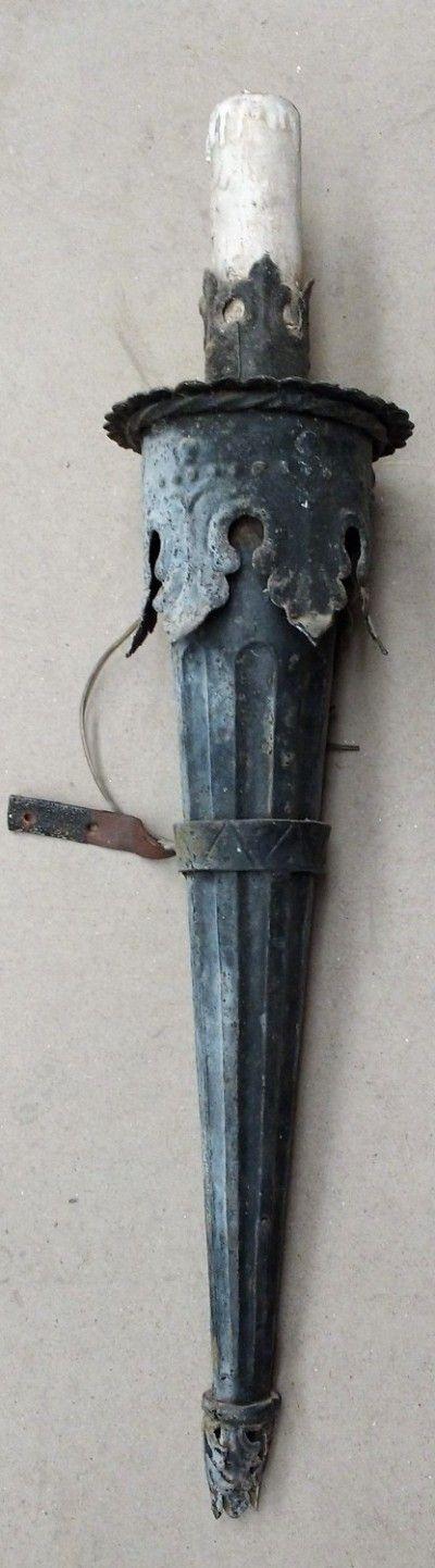 Lámparas De Pared  -------  Lámparas antiguas de pared, imitación de candelabro portavelas antiguo. Varias unidades.  -------  Ref:R0647  -------  Realizamos envíos  -------  Comparte en tu red social   -------  P.V.P 30€