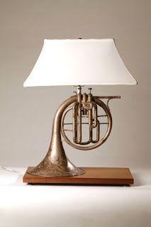 Trompeta reconvertida en lámpara.