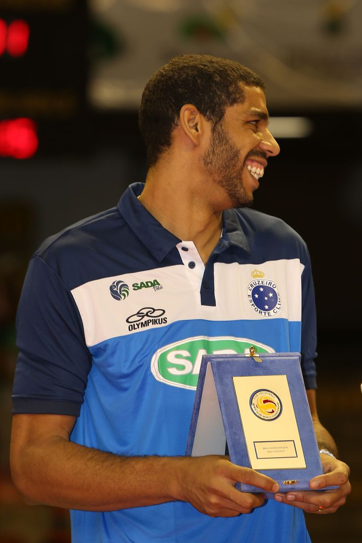 Best Opposite Spiker award for Wallace de Souza of Sada Cruzeiro.