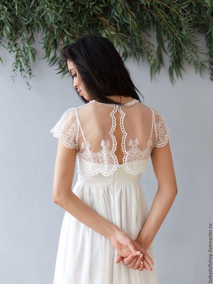 Купить или заказать Платье SS16, свадебное платье, платье невесты в интернет-магазине на Ярмарке Мастеров. Длинное платье молочного цвета с кружевным топом в комплекте. Платье из шелкового шифона с подкладом. Талия завышена. Топ платья открытый, на тонких бретелях. Юбка пышная, воздушная. Кружевной укороченный топ надевается поверх платья. У топа короткие рукава и открытая спинка с пуговкой у шеи. Платье изготавливается по индивидуальным меркам покупателя. Свадебное платье.