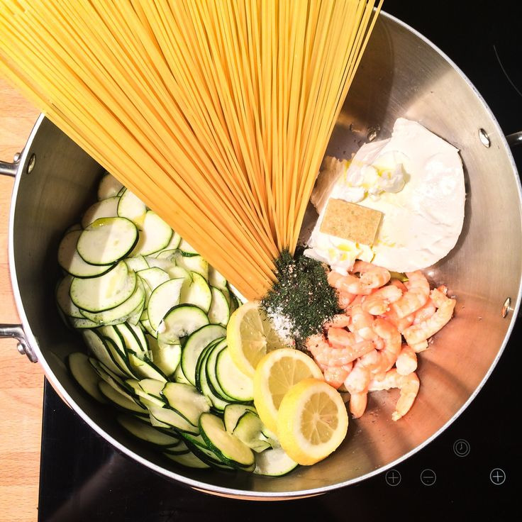 This is my one pot pasta courgettes crevettes