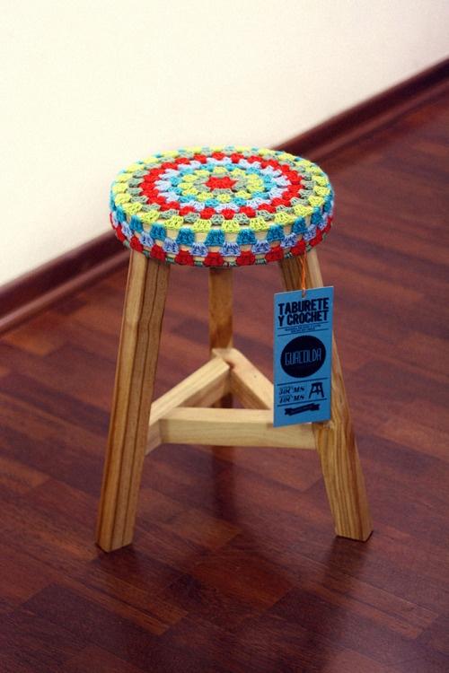 Taburete y crochet // holaguacolda.tumblr.com