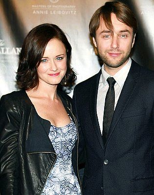#MadMen stars Vincent Kartheiser and Alexis Bledel have made their red carpet debut as a couple!
