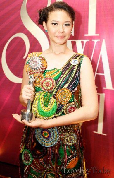 Yuki Kato on SCTV Awards 2011 as The Best Actress