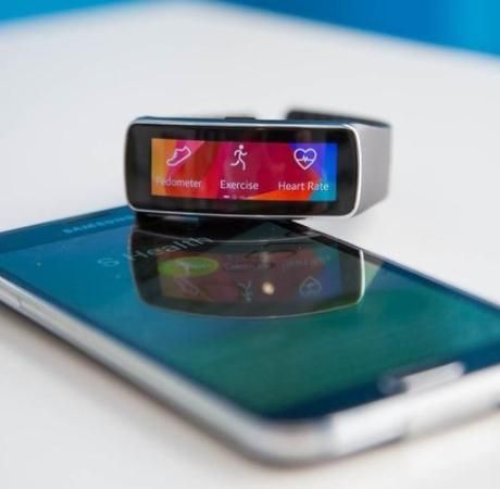 No hating on Apple, but Samsung's #Gear Fit looks beautiful! Useful too! #gadget #wearabletech