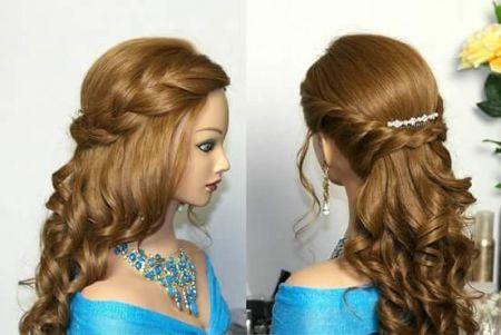 Hermoso peinado con el cabello suelto