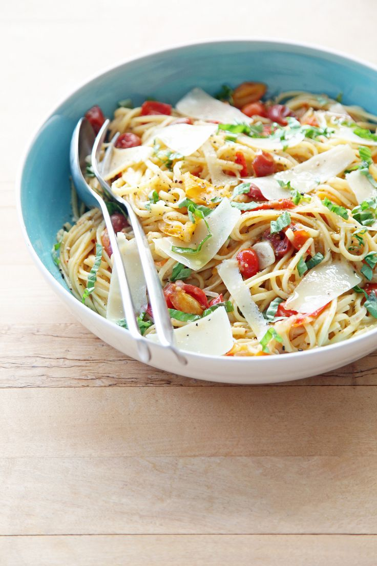 One-Pot Pasta With Tomatoes | POPSUGAR Food 12 ounces linguine 12 ounces cherry or grape tomatoes, halved or quartered if large 1 onion, thinly sliced (about 2 cups) 4 cloves garlic, thinly sliced 1/2 teaspoon red-pepper flakes 2 sprigs basil, plus torn leaves for garnish 2 tablespoons extra-virgin olive oil, plus more for serving Coarse salt and freshly ground pepper 4 1/2 cups water Freshly grated parmesan cheese, for serving