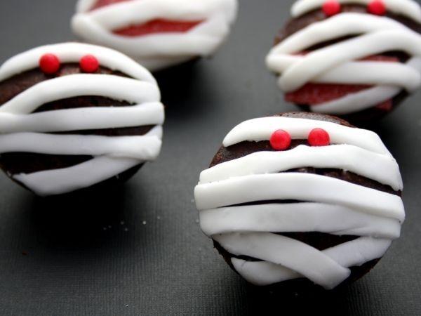 Cupcakes momies pour halloween, Recette par AmandineCooking - Ptitchef