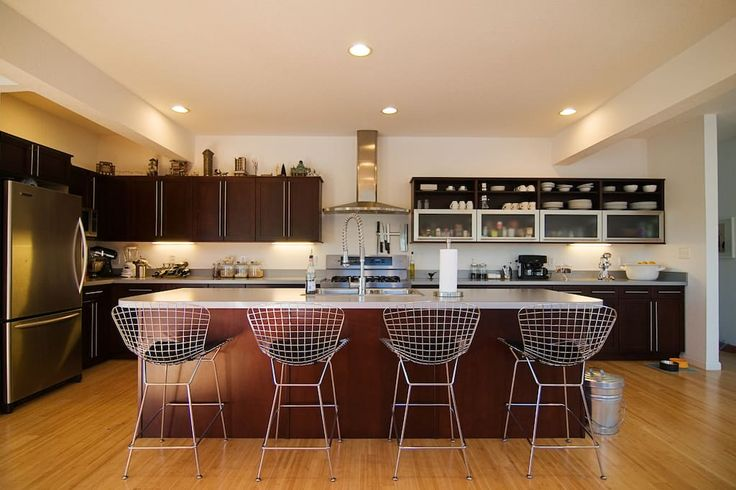 Entire home/apt in Kitty Hawk, United States. Our home is only half a mile to the beach, a short walk to coffee shops, boutiques, spa, sandwich shops, and more. Bike path at the end of the street runs along the sound along with a boat dock you can sit and watch the sunset. We provide everythi...