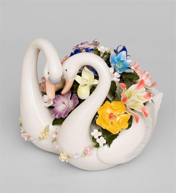 """Фигурка Лебеди """"Вместе навсегда"""" CMS-10/33 (Pavone)   Бренд: Pavone (Италия);      Страна производства: Китай;   Материал: фарфор;   Длина: 19 см;   Ширина: 21 см;   Высота: 19 см;   Вес: 2 кг;      #фарфор #птицы #цветы #свадьба"""