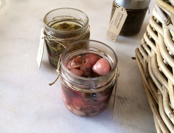Delicious edible bulbs in brine and pickled wild greens by icaria pure. Find us in www.icariapure.com