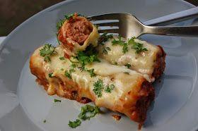 Täytin cannellonitputket chorizo-tyyppisellä raakamakkaralla. Lisäsin vuokaan tomaattikastiketta ja juustokastiketta. Pastavuokaruoka parhaa...