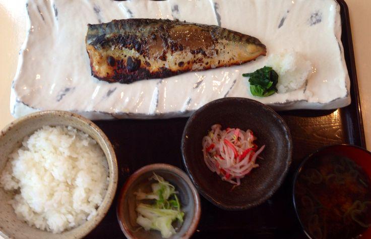日本酒と魚の店! NO FISH, NO LIFE! とのスローガンが!