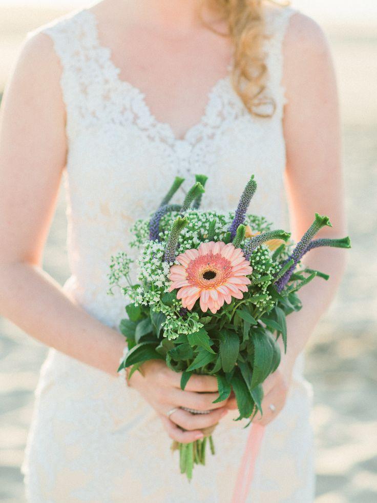 Dreamy beach Sunset Wedding Photos Romantic Bouquet | Rox and San Destination Photography in Ibiza, Mallorca, Barcelona, Formentera, Bali