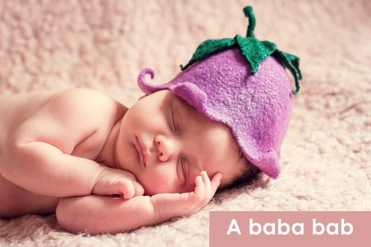 A baba bab, a kisbabák első hangját utánzó szó, azt a kedves képet festi le, amikor a picik nagy levegőt vesznek, saját hangjuk örömzenéjében fürdőznek, és csak mondják, mondják, hogy abababababababa.