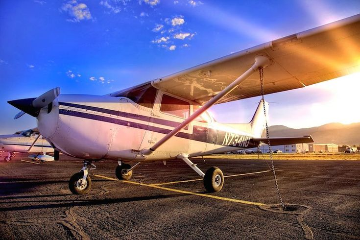 Everything you wanted to know about the Cessna 172 Skyhawk:  https://disciplesofflight.com/cessna-172-skyhawk/
